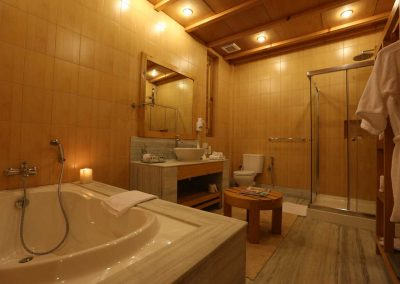 Superior-Suite-Bathroom--1